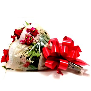 Buquê com 8 rosas com 2 sonho de valsa