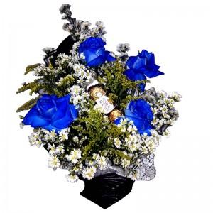 Arranjo azul  com três Ferrero Rocher
