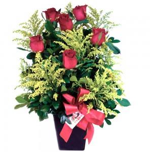 Rosas Importadas com cachepo de madeira