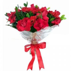 Buque de Rosas, gerberas e astromelia